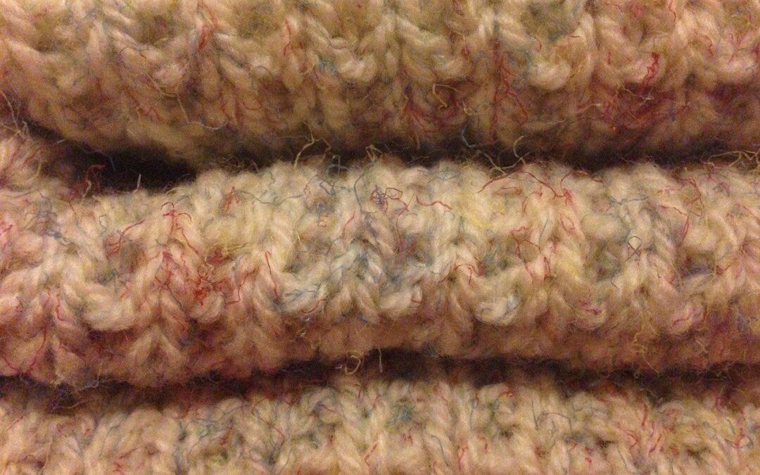 Maille de laine : Comment fabriquer une grosse couverture en tricot ?